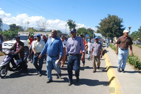 Agricultores Sanjuaneros durante caminata, pidiendo ayuda del gobierno.