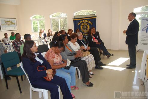 Dr. Manuel Antonio Ramírez Suzaña, habla a los presentes