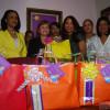 Lucia Medina entrega regalos a secretaria