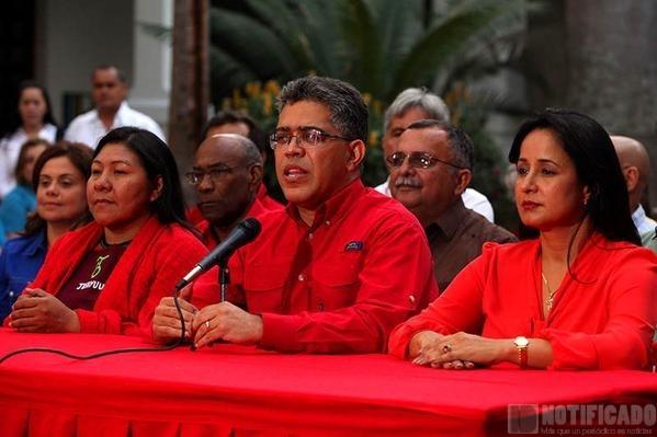 ELIAS JAUA, DANDO DECLARACIONES SOBRE LA NECESIDAD DE CONVENCER A LOS ELECORES DEL PSUV HA SER MÁS PARTICIPATIVOS.  QUIEN DESEMPLEADO Y CON HAMBRE VA SEGUIR A UNA LINEA POLÍTICA.?