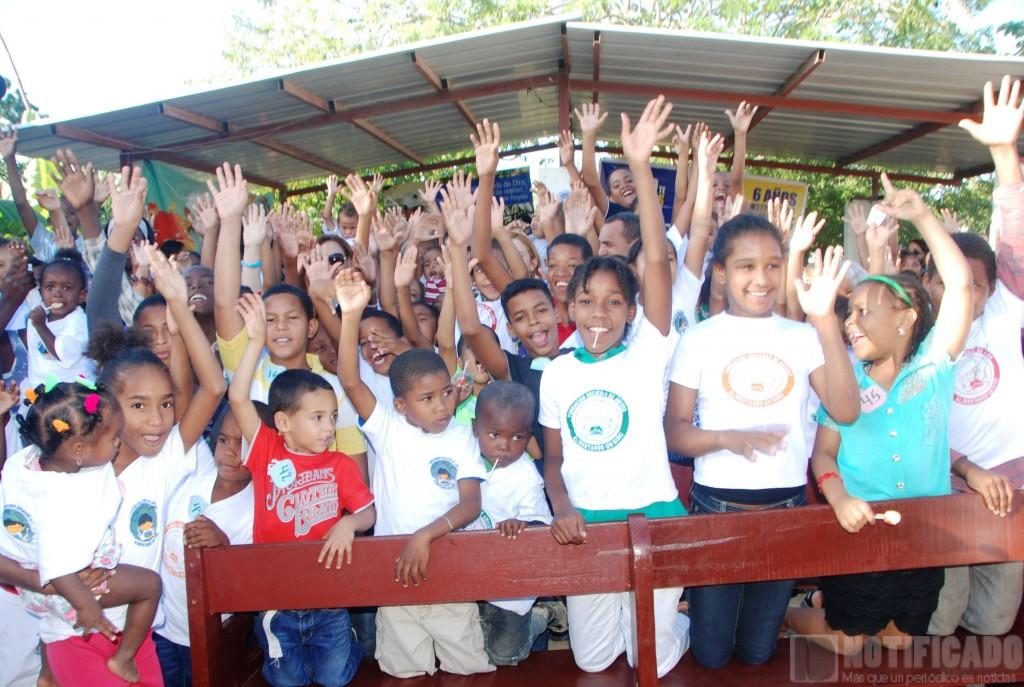 Niños Beneficiados en Entrega de Juguetes