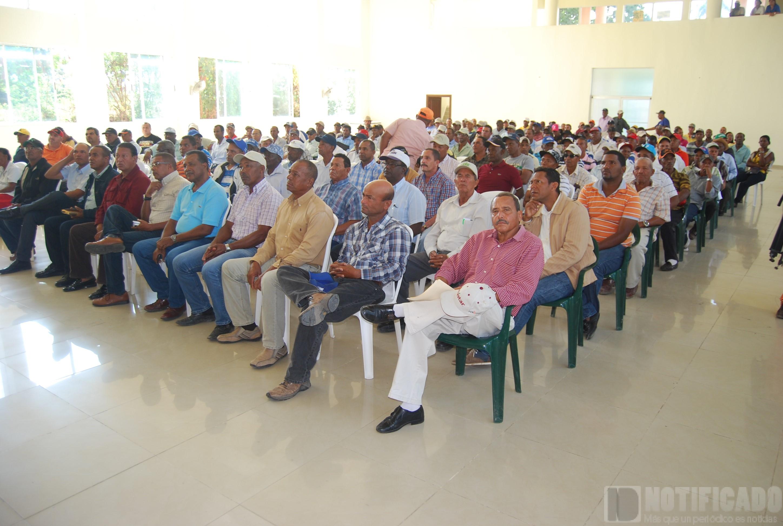 Asistentes al encuentro de Ángel Estévez con agricultores de San Juan