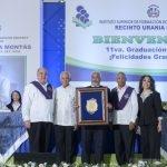 Durante el acto de investidura la Junta de Directores del ISFODOSU le entregó un reconocimiento especial al maestro Radhamés Camacho
